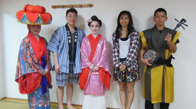 Kev and I traveled to Okinawa, Japan in 2012. Neither of us speak Japanese, nor do we dare to drive in Japan. So we decided to join a Taiwanese tour group. It turned out to be a great experience!